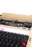 Manuell skrivmaskin för tappning, med arket av åldrig brevpapperprovidin Fotografering för Bildbyråer