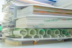 Manuelle Bücher der Maschine, die zusammen stapeln Lizenzfreies Stockbild
