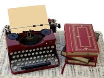 Manuelle Schreibmaschine und Bücher Stockbilder