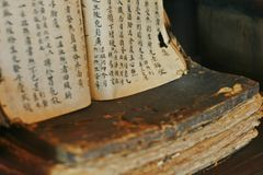 Manuels de médecine chinoise photo libre de droits