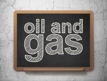 Manufacuring begrepp: Fossila bränslen på svart tavlabakgrund Arkivfoto