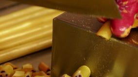 Manufaktura karmel cukierki, tnący karmel cukierki zbiory