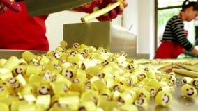 Manufaktura karmel cukierki, tnący karmel cukierki zdjęcie wideo
