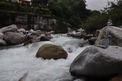 Manuni rzeczny widok w deszczowych dniach zdjęcie royalty free