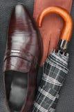 Manuppsättning av modetillbehör, skor, paraply, handskar Royaltyfria Bilder