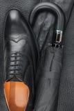 Manuppsättning av modetillbehör, skor, paraply, handskar Royaltyfria Foton