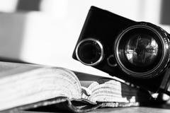 Manuscript van de film en de uitstekende camera Stock Afbeeldingen