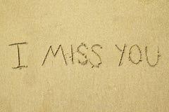 Manuscrit je vous manque sur le sable Photos stock