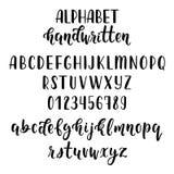 Manuscrit latin tiré par la main de brosse de calligraphie avec des nombres et des symboles Alphabet calligraphique Vecteur illustration stock