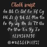 Manuscrit latin tiré par la main de brosse de calligraphie de craie avec des nombres et des symboles Alphabet calligraphique Vect illustration stock