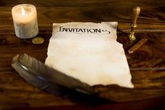 Manuscrito del pergamino con la invitación de la palabra Fotografía de archivo