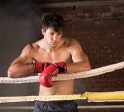 Manutbildningsidrottshall som boxas Muttahida- Majlis-E-Amalcirkelskugga som boxas blandad kampsport Arkivbilder