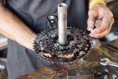 Manutenção da bicicleta fotografia de stock