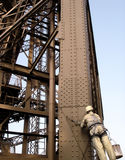 Manutenção da torre Eiffel (Paris/France) imagem de stock