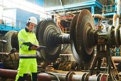 Manutenção de central elétrica Trabalhador de Industial fotografia de stock royalty free