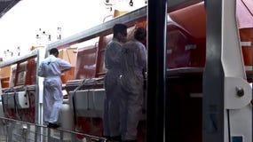 Manutenção do barco salva-vidas Imagem de Stock Royalty Free