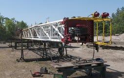 Manutenção do mastro desmontado do equipamento de perfuração Imagem de Stock