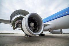 Manutenção do motor em um avião Fotografia de Stock Royalty Free