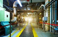 A manutenção projeta a verificação de dados técnicos do equipamento do sistema de aquecimento fotografia de stock