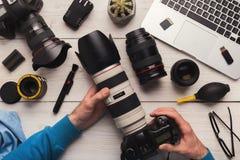 Manutenzione della macchina fotografica della foto dopo la pulizia Fotografia Stock Libera da Diritti