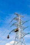 Manutenzione elettrica ad alta tensione della torre Immagine Stock Libera da Diritti
