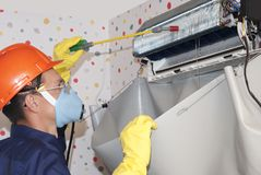 Manutenzione professionale dei condizionatori d'aria Fotografia Stock Libera da Diritti