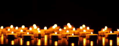 Many burning candles with shallow depth of field Royalty Free Stock Photos