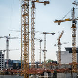 Many cranes and construction workers on  construction site Royalty Free Stock Photography