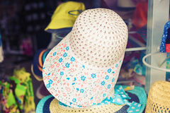 Many summer hats for sale at the market Royalty Free Stock Photos