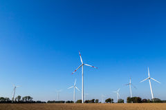 Many wind turbines rotate Royalty Free Stock Photography