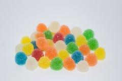 Manyjellies com açúcar no fundo branco Imagem de Stock