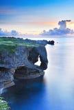 Manzamo dans l'Okinawa au coucher du soleil Photo libre de droits