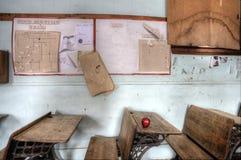 Manzana abandonada del rojo de la casa de la escuela Fotos de archivo libres de regalías