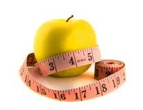 Manzana amarilla con cinta métrica Imagen de archivo libre de regalías