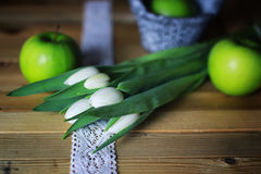 Manzana blanca del tulipán de madera Imagen de archivo