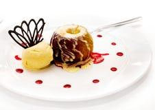 Manzana cocida al horno con helado Imágenes de archivo libres de regalías