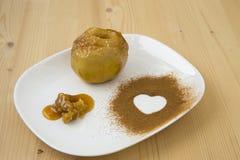 Manzana cocida con la miel Fotografía de archivo libre de regalías