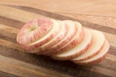 Manzana cortada en la tajadera Fotografía de archivo libre de regalías