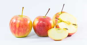 Manzana de cuatro rojos en el fondo blanco Fotografía de archivo libre de regalías