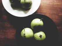 Manzana de estrella en la tabla de madera imagen de archivo libre de regalías