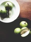 Manzana de estrella en la tabla de madera foto de archivo libre de regalías