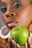 Manzana de la explotación agrícola de la mujer Fotos de archivo