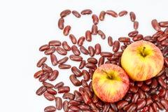 Manzana dos en haba roja Fotografía de archivo