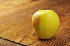 Manzana 'golden delicious' Imagen de archivo libre de regalías