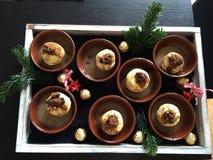 Manzana llenada en salsa del vanille Foto de archivo libre de regalías