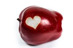 Manzana red delicious con un corazón del recorte Fotos de archivo