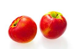 Manzana roja aislada en el recorte blanco del fondo imagen de archivo
