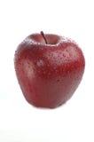 Manzana roja con gotas del agua Imagenes de archivo