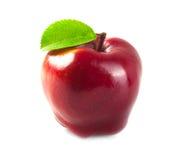 Manzana roja con la hoja Imagen de archivo libre de regalías