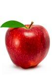 Manzana roja con la hoja aislada en el fondo blanco Foto de archivo libre de regalías